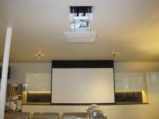 Проектор и экран в потолке (с. Капитановка, Киевская обл.)