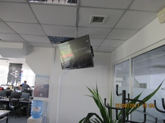 Установка телевизоров на потолок